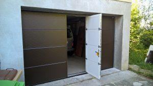 Porte-de-garage-à-portillon_en-acier-brun_Javey_ouverte